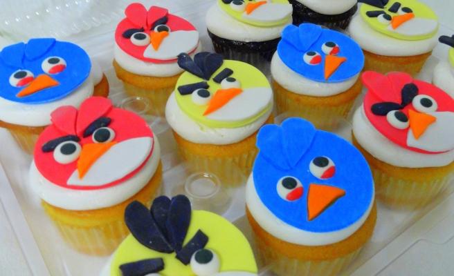 cafepierrot.com- angry bird cupcakes
