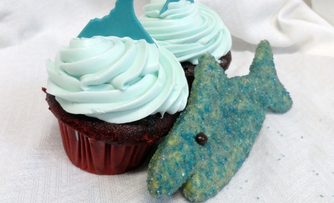 blog.cafepierrot.com - shark cookies and cupcakes featured