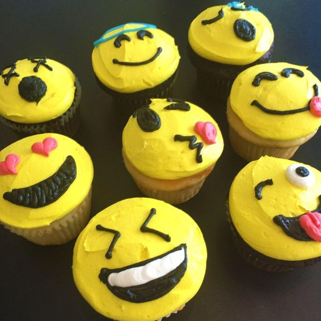 Emoji-Smiley-Face-Cupcakes-web